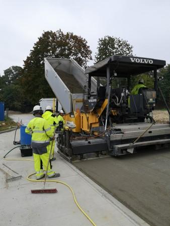 Droga dojazdowa z betonu wałowanego w Krakowie